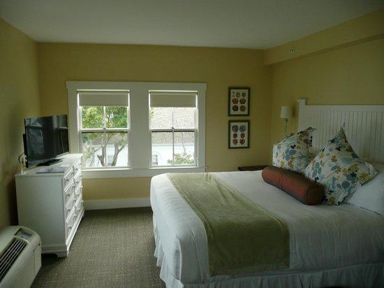 The Colonial Inn: Room 401