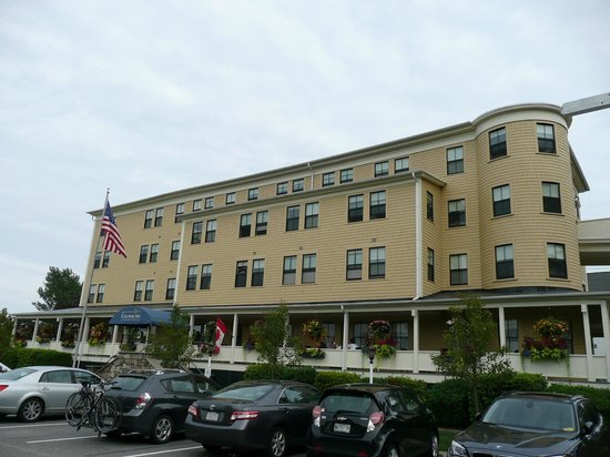 The Colonial Inn : Hotel view from Shore Road