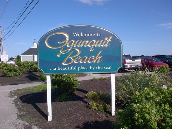 The Colonial Inn: Beach entrance!