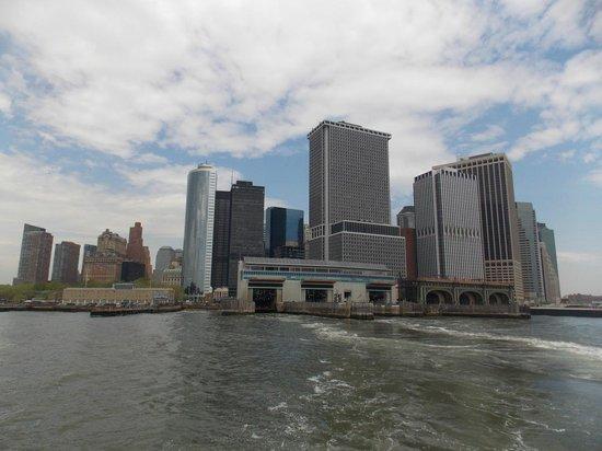 Staten Island Ferry : Vista de la ciudad desde el ferry apenas deja el puerto
