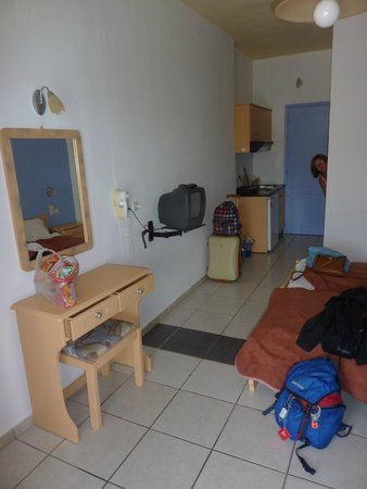 Marilena Hotel of Molivos : Our room showing kitchen area
