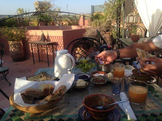 Riad Bamaga Hotel: Colazione sul terrazzo