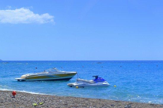 Lindian Village: Beach life, частичка моря вам...