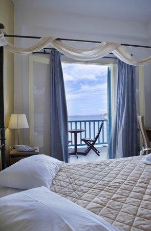 Chris Hotel: Room