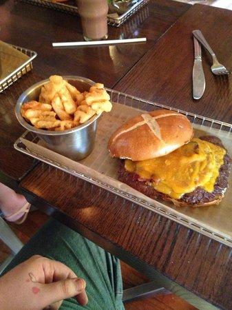 Harper's Burger Bar : A burger for all appetites