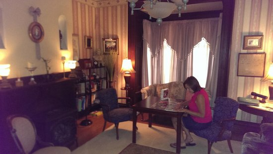 Lackawanna B&B: Working on the picture puzzle in the parlor.