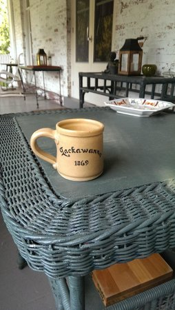 Lackawanna B&B: Enjoy morning coffee on the front porch.