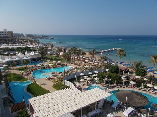Sunrise Beach Hotel: overlooking the pearl