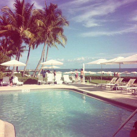 The Reach, A Waldorf Astoria Resort: The pool is right on the beach!