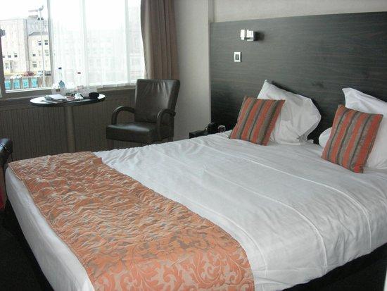 Hotel du Bassin: Vue de la chambre