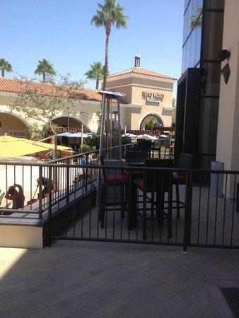 Cinepolis Luxury Cinemas : Exterior Dining