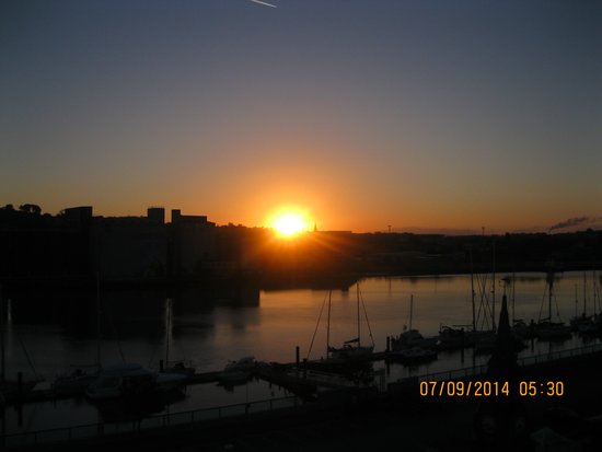 Granville Hotel: Sunrise from balcony