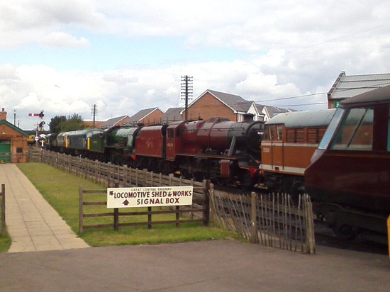 Great Central Railway: Stabled 'Ironhorses' !