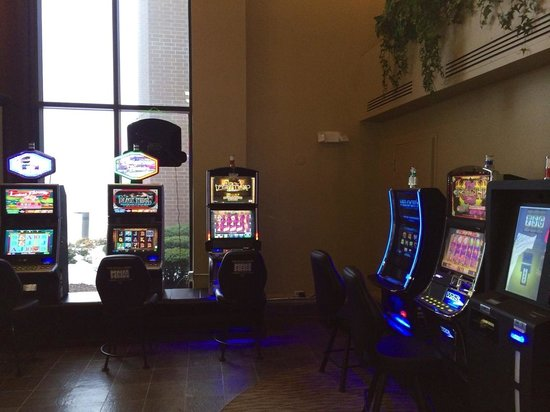 Quality Inn & Suites: Live Video Gaming on SITE