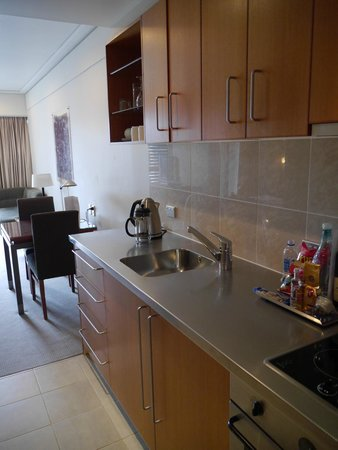 The Sebel Auckland Viaduct Harbour: Kitchenette in Marina view 1 bed suite, Sebel Suites