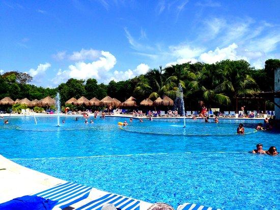 Grand Sirenis Riviera Maya Resort & Spa: una de las piscinas