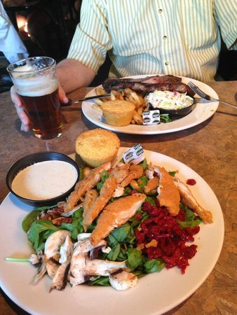 Smokin' Dave's BBQ & Tap House: Great Meal With A Cold Beer - Ahhh!