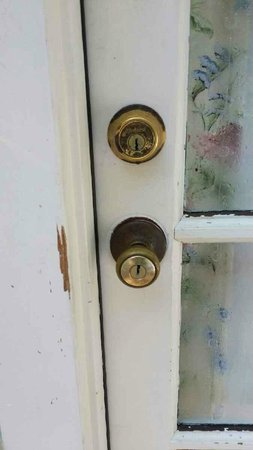 Emma's Cottage House: Room 501 - Door Entry