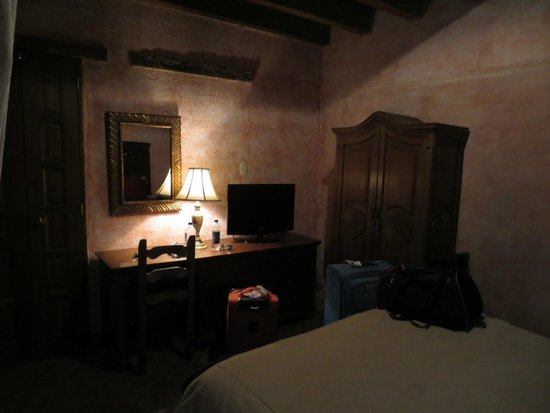 Hotel Meson de Maria : Inside the room from the bed