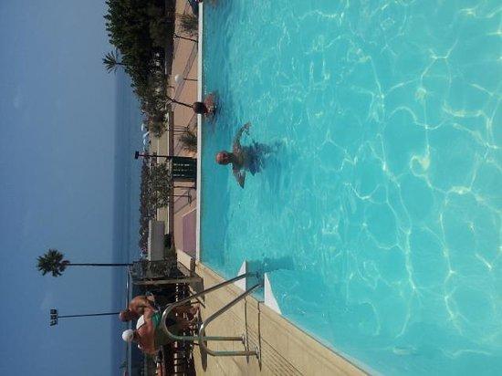 Angela Hotel: Pool