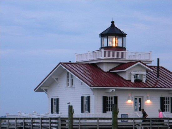 Roanoke Marshes Lighthouse : Lighthouse at night