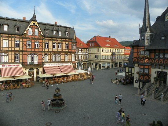 Travel Charme Gothisches Haus: view of the plaza from our room