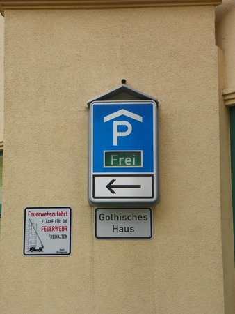Travel Charme Gothisches Haus: look for these parking signs