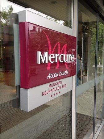 Mercure Hotel München Neuperlach Süd: ingresso hotel
