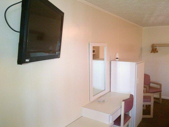 Flamingo Motel: Flat screen worked well