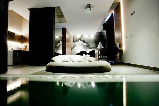 Montijo, Portugal: Suite Pool and Jacuzzi