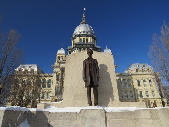 Illinois State Capitol: Statue of Abe Lincoln outside the capitol
