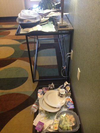 Hilton Garden Inn Mount Holly/Westampton : Its 3pm - how long has this food been sitting here