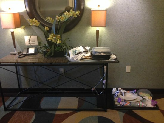 Hilton Garden Inn Mount Holly/Westampton: Welcome to the 2nd floor - doesn't last night's food smell good?