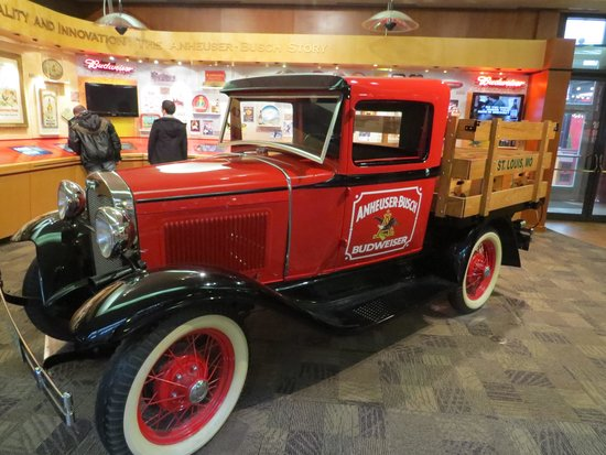 Budweiser Brewery Experience : Truck at visitors center
