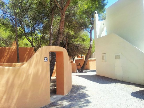 azuLine Club Cala Martina Ibiza: Vista di alcune casette (zona tranquilla)