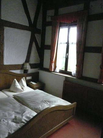 Hotel Burg Colmberg: Nice Middle Age room