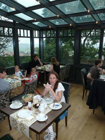 Hotel Burg Colmberg: Breakfast at the winter garden