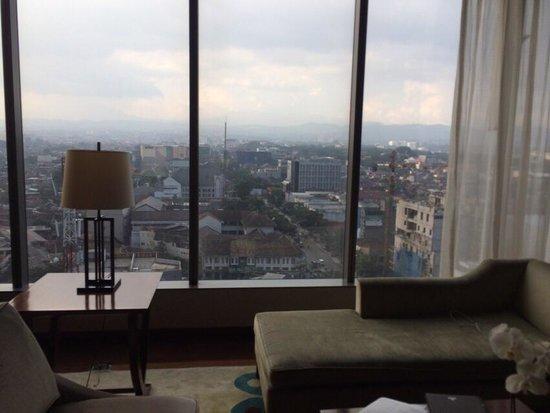Hilton Bandung: リビングは広い