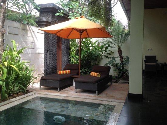 Sun Island Boutique Villas & Spa : Plunge pool area in villa