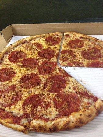 Fokker's Pub: Pepperoni pizza