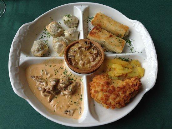 Cafe Pushkin: Platter of local food