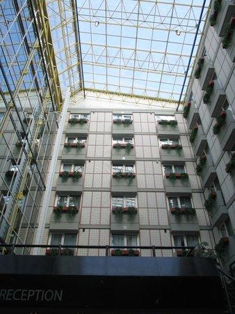 Radisson Blu Hotel, Amsterdam: Inside Atrium