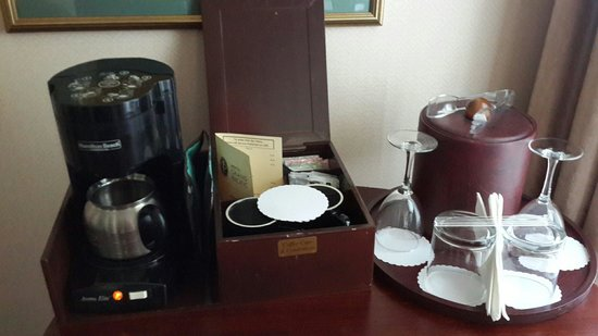 Hotel Grand Pacific : Coffee and Tea box offered to us in our inside our hotel room. I'm glad everything inside the bo