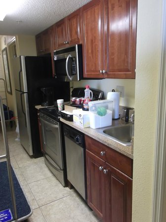Dunes Village Resort : Kitchen stocked very well