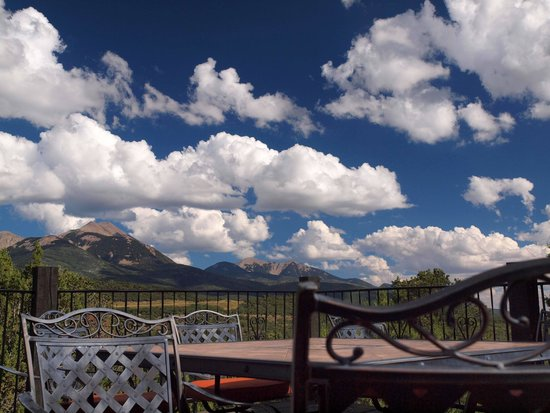 Whispering Oaks Ranch: la sals from porch