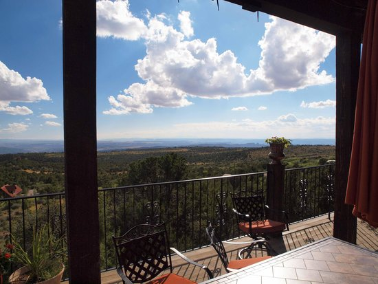 Whispering Oaks Ranch: another porch view