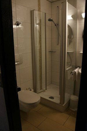 Hotel Alter Kranen: bathroom