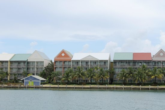 Pelican Bay at Lucaya : Looking at the king suites from the canal