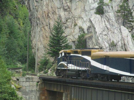 The Rocky Mountaineer Train: Rocky Mountaineer engine
