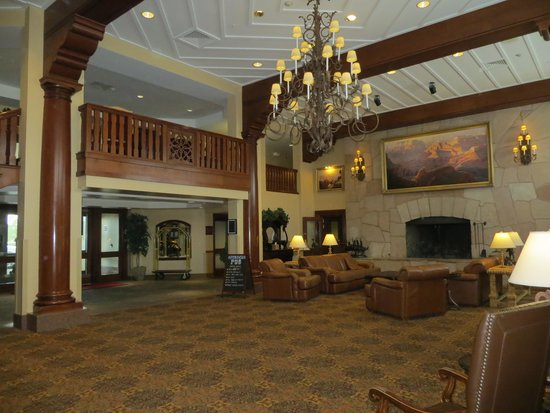 Grand Canyon Railway Hotel: Expansive foyer